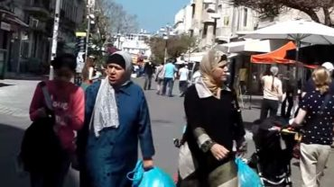 muslim-woman-in-hijab-walks-through-the-streets-of-israel-what-happens-next-will-shock-anti-semites-new